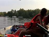 Славные парни заманили россиянку Anna Taylor на природу и оприходовали в лодке 6