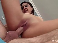 Teen babe wants to have fun with that old man's cock fills her mouth with cum in the end