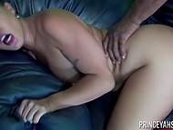 Презерватив не выдержал и порвался в самом начале полового акта, но чёрненький самец и азиаточка продолжили трахаться 5