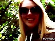 Блондинку запикапил на улице чёрный парень, который уже дома дал ей полирнуть болт и здорово отжарил 5