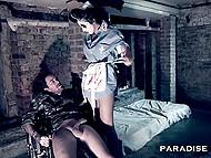 В тёмном подземелье медсестра лечит солдата, удовлетворяя его половые потребности 4