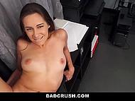 Молодой развратнице несказанно повезло, ведь её отчим работал порно агентом на студии 11