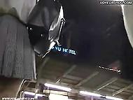 Нахал с камерой пытается заглянуть под юбку трём азиатским девочкам в торговом центре 10