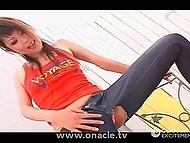 Минет был хорош, но мужик получил больше удовольствия, доведя девчонку в порванных джинсах до сквирта 5