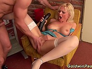 Doctor thrust sex toy in beautiful twat and gave cunnilingus instead of performing medical examination 7