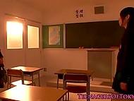 Новая студентка нашла отличный способ наладить контакт с одной из одногруппниц в японском видео 3
