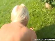 Хоть лужайка возле дома была просторной, группе свингеров из Чехии едва хватило места для огрии 10