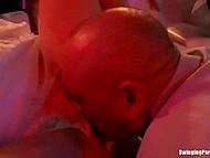 Радостная невеста и подружки завалились в клуб и отсосали у всей мужской половины 5