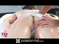 Muscular paramour rubs remarkable body of green-eyed lovely as well as fucks her vagina 5
