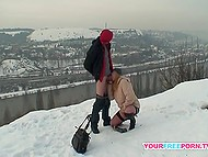 Winter cold is not a problem for risky lovers who copulate directly on the snow 8
