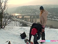 Winter cold is not a problem for risky lovers who copulate directly on the snow 9