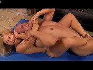 Blonde in leopard panties turned out to be stronger than heavy guy thanks to suffocating receptions