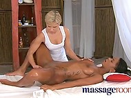 Delicate masseuse Dido Angel knows how to make client feel like in the seventh heaven, not in the parlor 11