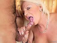 Зрелая блондинка вовсю наслаждается членом любовника в своей мокрой киске 11