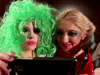 Girl dressed like Harley Quinn was taking selfies and didn't suppose that Joker would fuck her cunny with strapon very soon