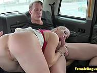 Британская таксистка покувыркалась с пассажиром и вымазала лицо спермой, когда он кончил