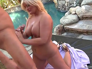 Buxom Julie Cash showed masseur she is capable of delivering pleasure using hands too