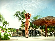 Luxurious beauty Riley Reid had fun in the backyard before took a ride on the hot dick 4