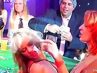 Пятничный вечер в роскошном казино неожиданно превращается в массовую оргию 4