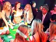 Пятничный вечер в роскошном казино неожиданно превращается в массовую оргию 5