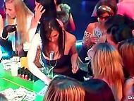 Пятничный вечер в роскошном казино неожиданно превращается в массовую оргию 6