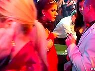 Пятничный вечер в роскошном казино неожиданно превращается в массовую оргию 8