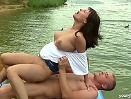 Outdoor sex on the boat excellent choice for couple to diversify their sexual games