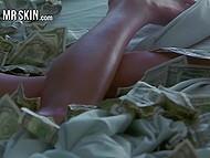 Моменты из порно фильмов, где во время ебли в кадре присутствуют горячие девчонки и деньги 4