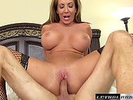 Big-bootied MILF put on fashioned lingerie and easily seduced her fitness instructor