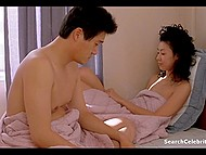 Перед тем как заняться любовью, пара из Азии принимает горячий душ 11