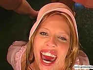 Толпа парней заполняют ротик голодной немецкой девушки своей горячей спермой 9