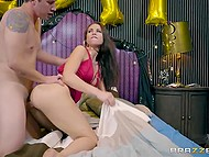 After awesome blowjob in the car, girl celebrated New Year in the skilled fucker's apartment