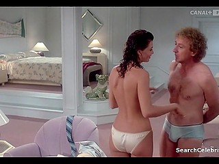 Lying in bed with Kelly LeBrock shy Gene Wilder lost his chance to screw that naughty babe