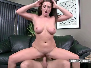 Thoughless girl gets double satisfaction from fucking: first physical and then financial
