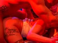 Молоденькие девчата частенько посещают людные вечеринки, чтобы расслабиться и поучаствовать в бурной групповушке 4