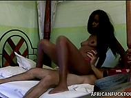 Славная африканка в розовых трусишках оказалась не прочь продолжительного секса с белым путешественником 11
