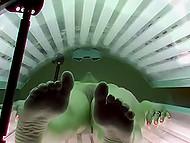 Стройная посетительница солярия была бы весьма разочарована, если бы узнала о скрытых камерах в комнате