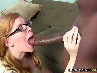Bookworm wants to feel big cock inside her so she appeases sexual hunger with black guy's schlong