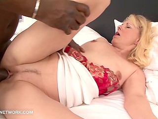 Pale-skinned mature lady wanted to fuck so much that wake up black man and thoroughly moistened penis
