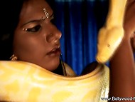 Spectacular Indian makes great show of slender body during exotic dance with snake