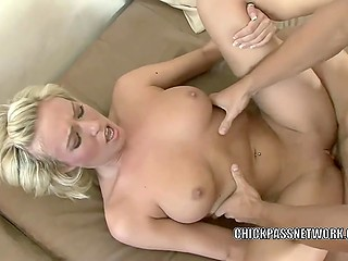 Blonde babe with pierced navel enjoyed cunnilingus and great sex before getting facialized