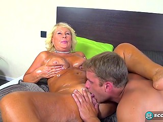 Young dude covers tanned body of raunchy old woman with oil and fucks her into creampie