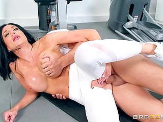 Lustful MILF Jaclyn Taylor with huge tits gave coach green light to use penis actively in gym