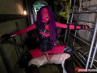 Purple-haired Alyssa Savage in leather corset was screwed by wounded rebel in tunnel