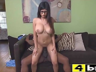 Big-boobied Arab pornstar Mia Khalifa puts shaved sissy on huge black weapon