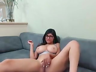Exclusive sextape of Arab porn actress Mia Khalifa masturbating on amateur camera