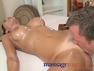 Stacked client reaches orgasm right when masseur fills her lubed pussy with cum