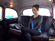 After pleasant conversation, taxi driver sat near young brunette and thrust dick into unshaven hole 3