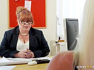 Full-bosomed lady in black stockings gets fucked by assistant while answering employer's questions 3
