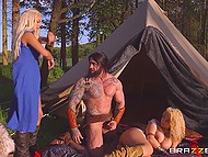 Superb Daenerys Targaryen and sexy servant please Khal Drogo to walk through his territory 5